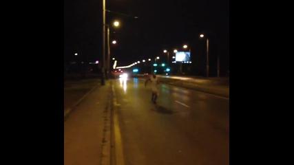 Лазар Ангелов спринтира по-бързо от кола..