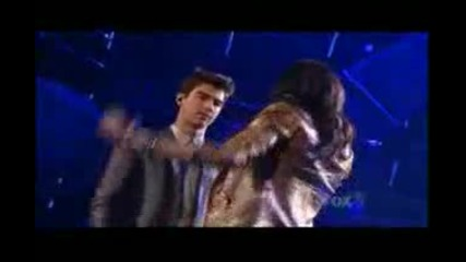 demi lovato and joe jonas - make a wave...live on american idol... / Amazing ^^ /
