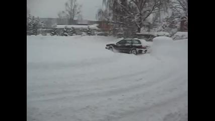 Силата на Quatrro!! Ауди 80 avant V6 в дълбок сняг.