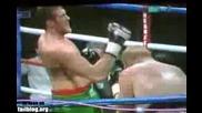 Боксьор се самонаказва с круше в лицето