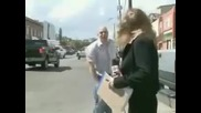 Репортерка + идиот = побесняване
