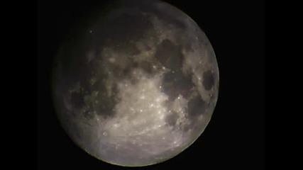 Луната заснета с телескоп