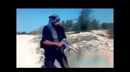 Автомат Калашников Се Пръсва в Ръцете на Терорист