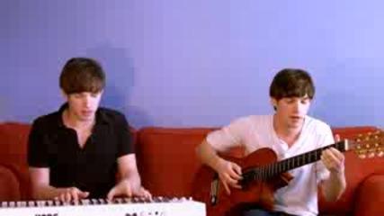 Момчета свирят музиката от 22 сериала за 7 мин