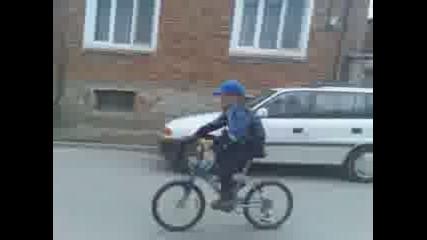 Трикове и каране на една гума с колело