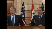 Замерват Джордж Буш с обувка