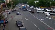 Компилация от най-страховитите катастрофи с камиони за 2015-а година!