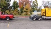 Камион срещу пикап - Теглене на въже