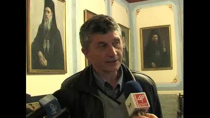 Гости от Босилеград при Гиньо Матев , митрополит Николай им дарява камбана
