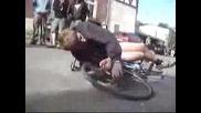 Луд пиян руснак с колело