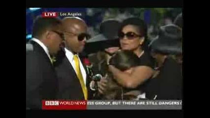 Погребението на Michael Jackson - дъщеря му Парис разплака целия свят