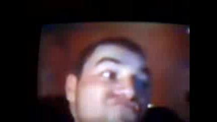 Какво прави олигофрен пред уеб камера