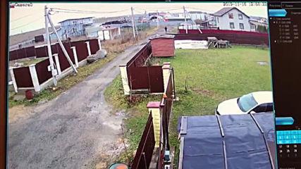 Россия: Частный самолет упал на забор дома в Ленинградской области