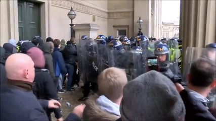 UK: Protesters clash with neo-Nazi group outside Liverpool town hall