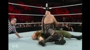Ерик Роуан срещу Грамадата (Семейството пребиват Грамадата) - WWE Raw - 01.02.16