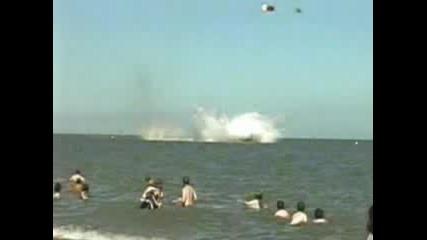 Самолет пада в морето