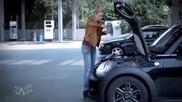 Жена сменя маслото на колата! смях