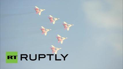 Руските военновъздушни сили правя демонстрация на военното Експо 2015