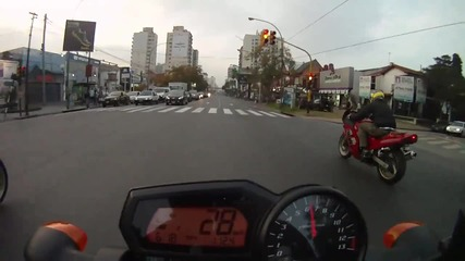 Fz1 vs R1. Fz6 & Suzuki on street race