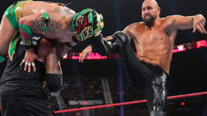 Lucha House Party vs. The Club: Raw, July 15, 2019
