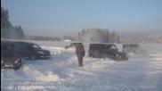 Руски мутрагени се забавляват с бронираните си шейни :)