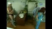 Доктор се съблича пред пациентките си - Скрита камера