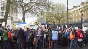 UK: Jeremy Corbyn joins junior doctors' protest over new contracts