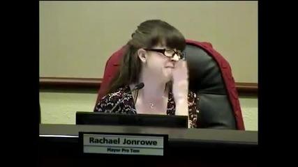 Кметът на Джорджтаун забрави да изключи микрофона докато е в тоалетната