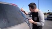Художник прояви таланта си на зацапаното стъкло на своя автомобил!