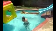 Жена се пребива на водна пързалка