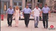 Смях! Полицаи карат хора да танцуват ирландски танци - скрита камера