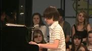 13 годишното момче Грейсън Чанс пее песента Папараци - Перфектен Глас [hq]