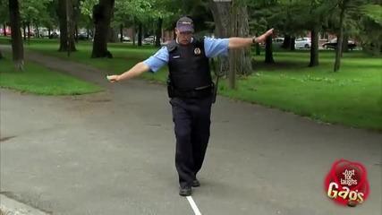[ Скрита Камера ] Полицай пуска ключовете на шофьори в шахта! [ Смях ]