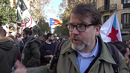 Spain: Catalan protesters burn copies of constitution in Barcelona