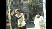 Голи и Смешни Скрита Камера Баня На Улицата
