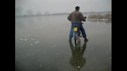 drift na zamruznalo ezero