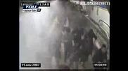 Хулигани Се Бият В Метрото