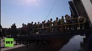 Гърция: Напрежението на ов. Лесбос нараства - бежанците се насочват към Атина