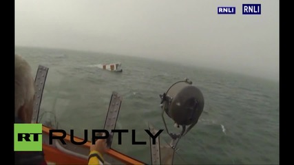 UK: House boat sinks in English Channel leaving unsalvageable hot-tub behind