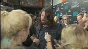 Foo Fighters Turn Strip Mall Into Stadium for Record Store Day