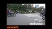 Чист късмет е да прекосиш улица във Виетнам !