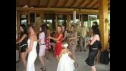 Танца На Макарена От Двойната Сватба