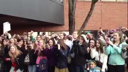 One Direction на излизане от Kiss 108 - Бостън