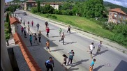 Камера засне как тълпи въоръжени цигани нападат село Марчево