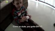 Баща подмени шокол. яйце на сина си с истинско