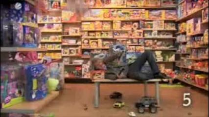 10 - те неща които не трябва да правите в магазин за играчки