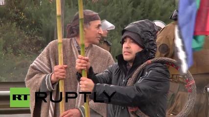 Протестиращи в Чили блокираха главната магистрала към летището