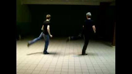:D OMFG dvama geq se opitvat da tancyvat na Shes dangerous