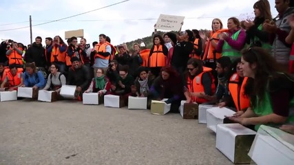Greece: Riot police push protesters back outside Lesbos refugee centre