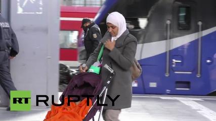 Германия: Бежанци се срещнаха със стотици доброжелатели в Мюнхен